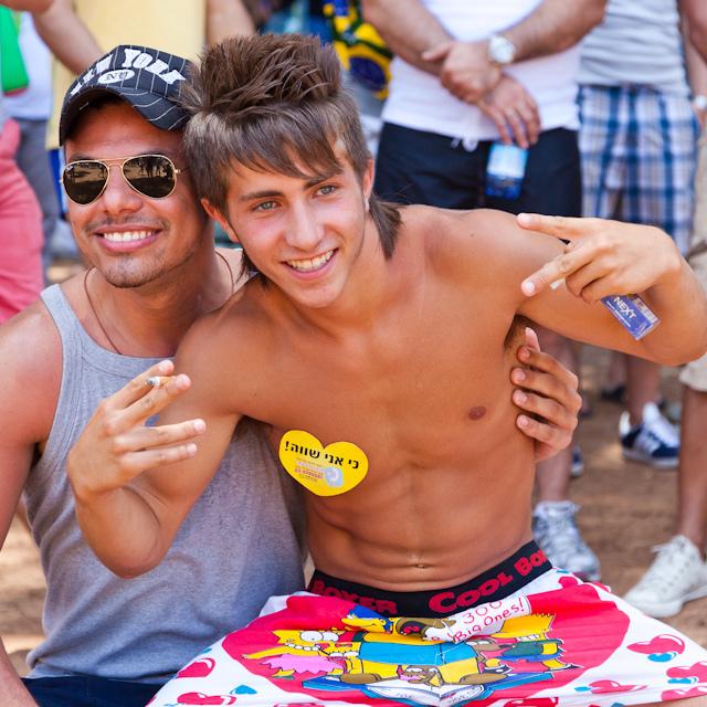 rencontre tel gay à Istres