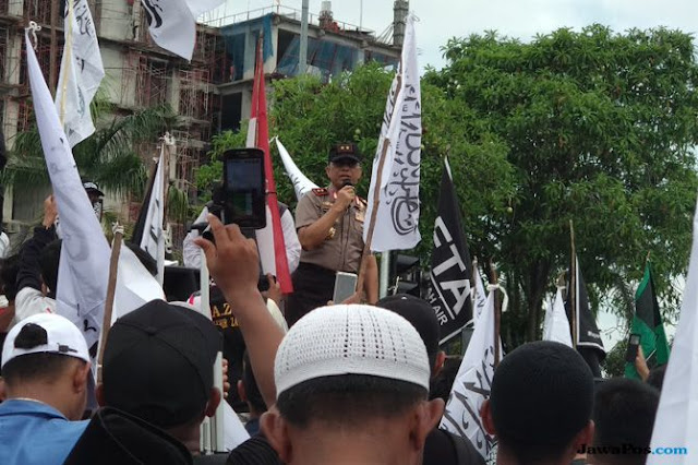 Massa Teriak Bubarkan Banser, Kapolda Bilang Begini