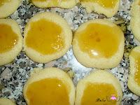 Mermelada de naranja sobre la galleta