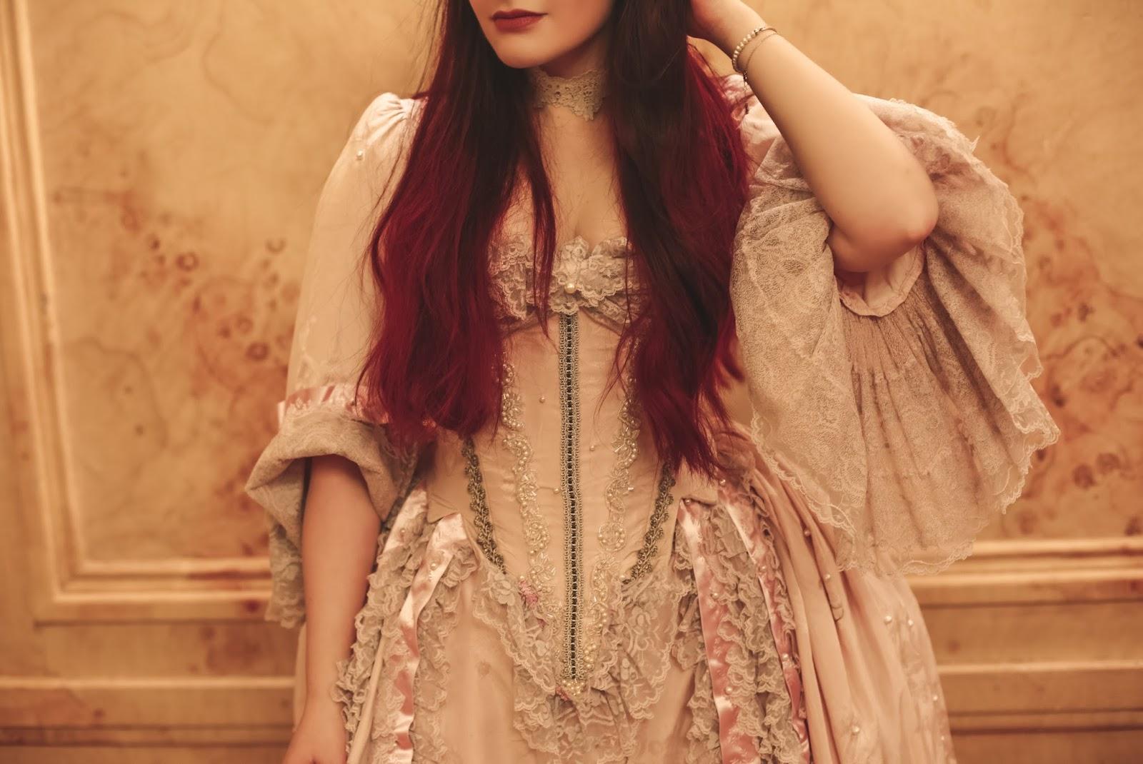 costume d'époque courtisane