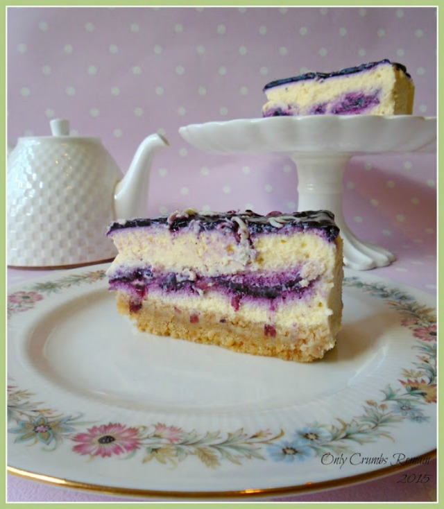 Baked white chocolate Cheesecake with bilberries
