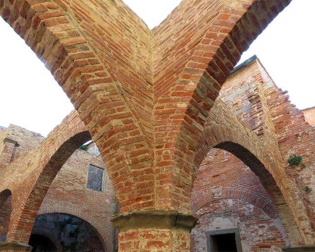 Brick arches, Fortezza Vecchia (Old Fortress), Livorno