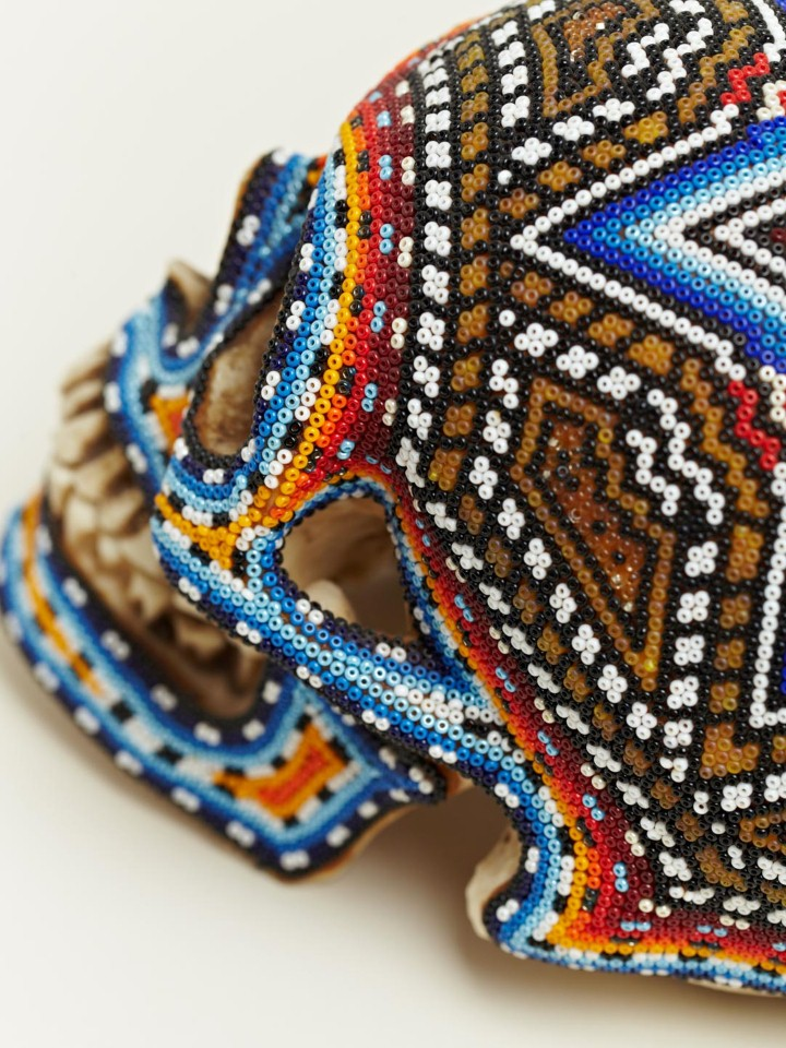 Изысканные черепа. Huichol Skull 16