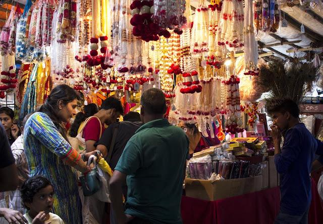 ganesha, festival, shopping, lalbaug, mumbai, india, street, streetphoto,