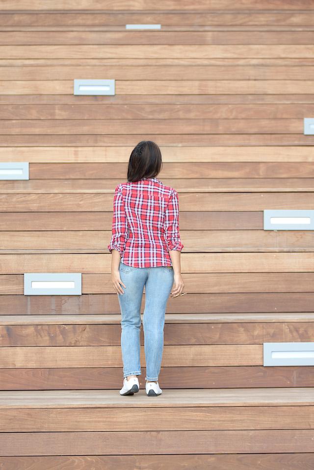 Wearing: Jeans/Vaqueros: SheIn Tshirt/Camisa: Aéropostale Top: LightInTheBox Tennis shoes: Polo Ralph Lauren