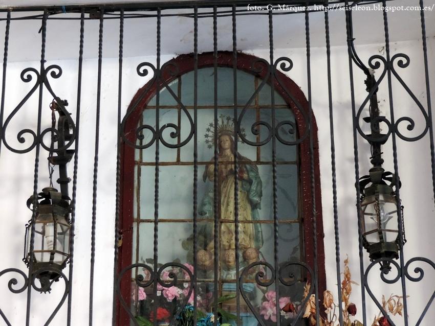 Virgen Inmaculada en la hornacina de la Plaza Mayor de León. Foto G. Márquez