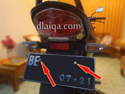 plat nomor baru bagian belakang telah dipasang