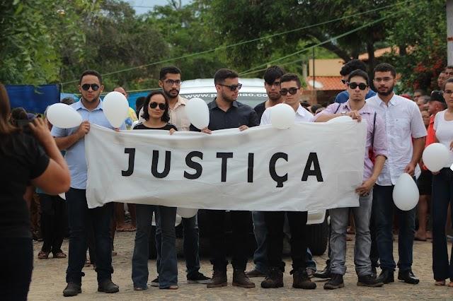 Corpo de estudante elesbonense Rayron Holanda é enterrado em Elesbão Veloso