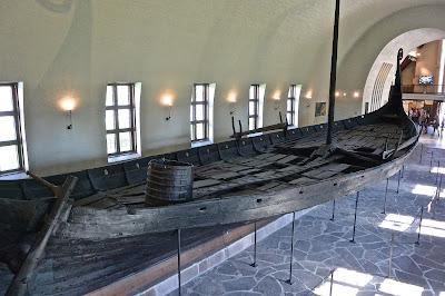 Oslo presqsue île de Bygdoy Le musée des bateaux vikings : VikingskipshusetLe bateau viking d'Oseberg