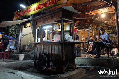 Menikmati Sajian Kue Balok DJONGKO, Kafe Sederhana Seperti Beranda Rumah Sendiri - Wiskul Azis JS
