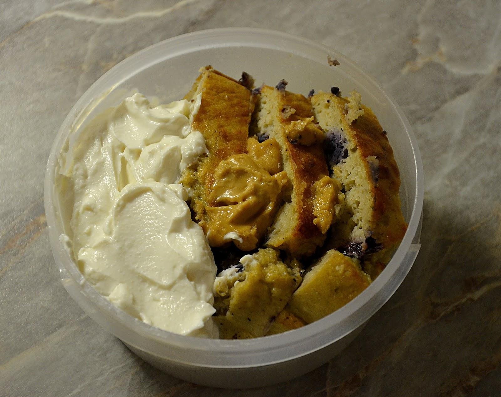 3dfc67a645 Snídaně  3 kousky banánového chleba s borůvkami (recept)