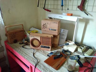 Radio dari kayu Produk local yang berkualitas