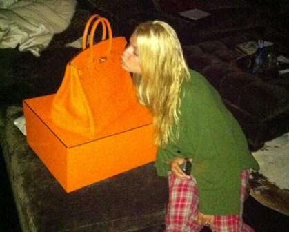 2f828dc799 Fashion Assistance  Curiosidades  ¿Cuál sería tu reacción si te regalasen  un Birkin de Hermes por tu cumpleaños  Mira la de Jessica Simpson