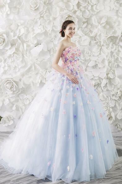 Foto Gambar Desain Gaun Pengantin dan Pernikahan Modern