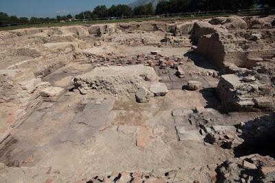 Μνημειώδης επιγραφή και ασυνήθιστο ψηφιδωτό βρέθηκαν στα ρωμαϊκά λουτρά του Aquinum