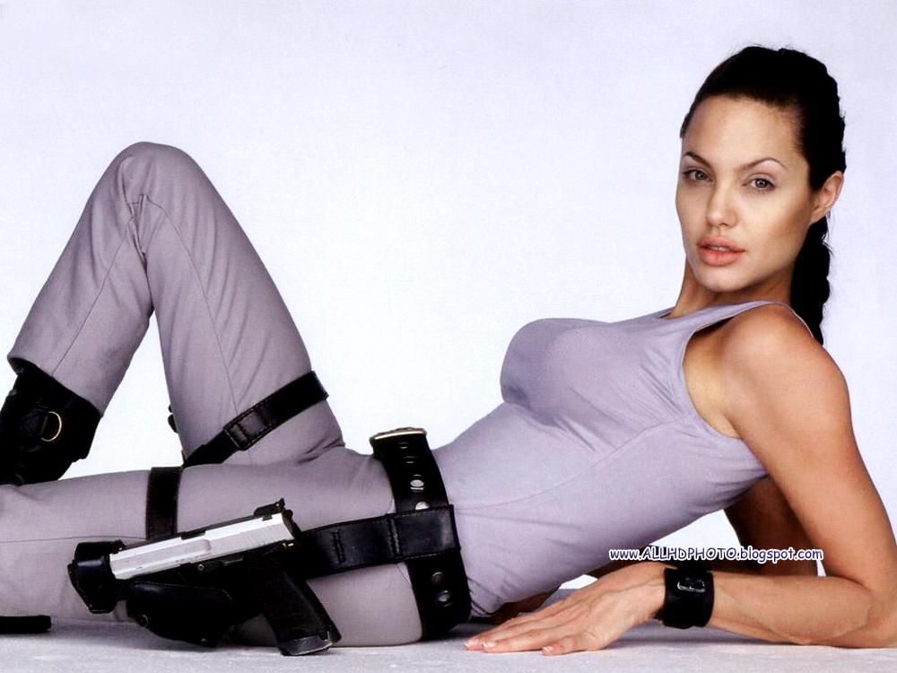 Nude Angelina Jolie Screensaver 79