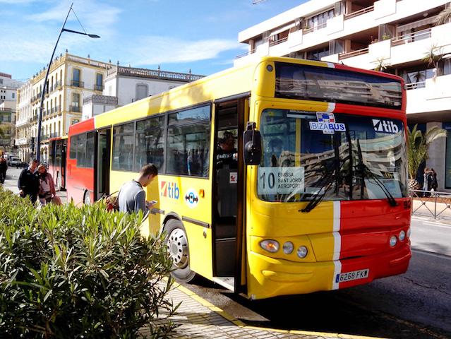 Ônibus  do aeroporto de Ibiza até o centro
