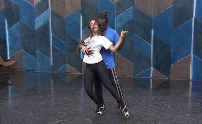 Jonathan Azevedo ensaia com Tati Scarletti para a final do 'Dança dos Famosos' — Foto: Gshow