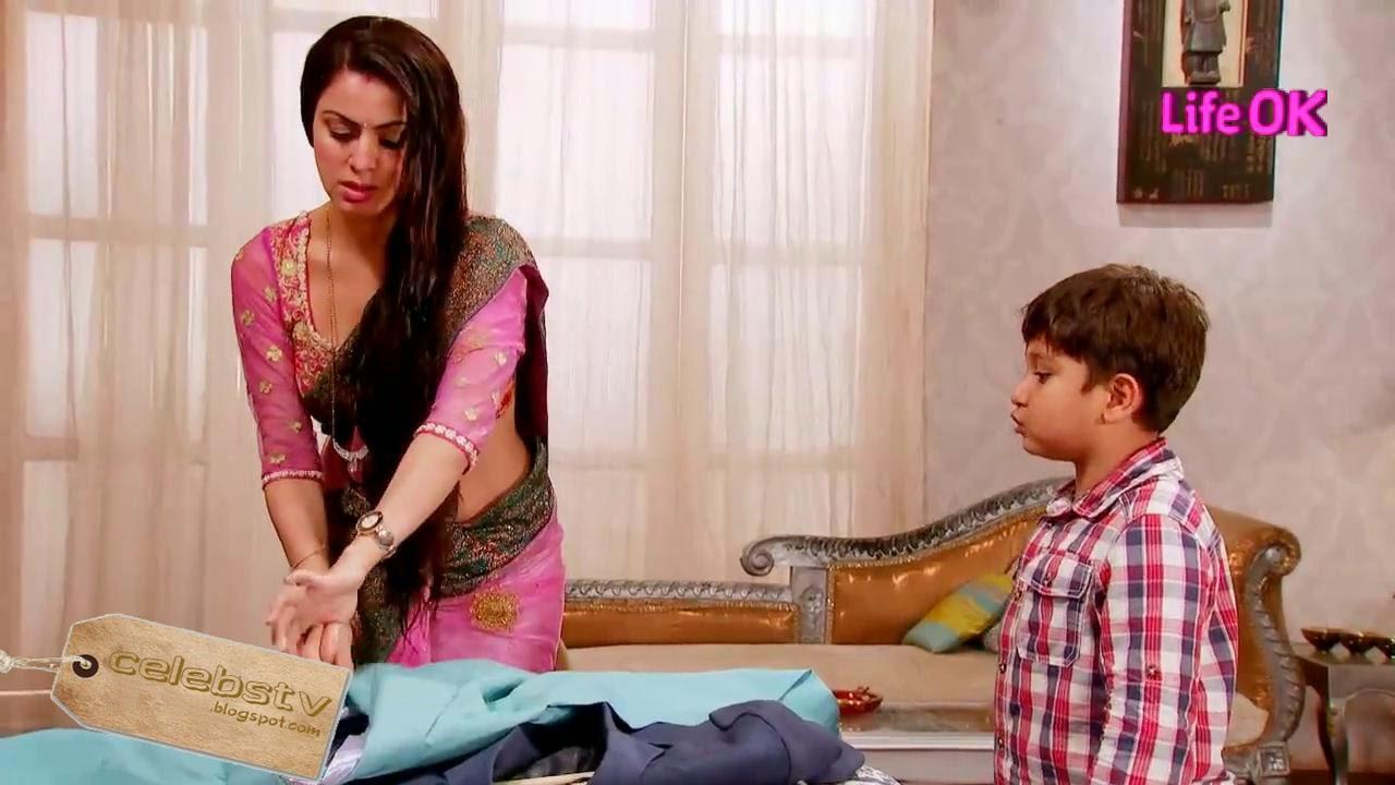 Shraddha Arya Hot Navel Show: Shraddha Arya AKA Paakhi Of Tumhari Paakhi Hot Navel