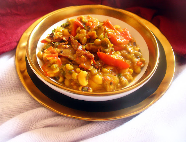 Spicy Black-Eyed Peas and Mung Beans