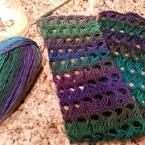 Peacock Infinity Scarf - Free Pattern