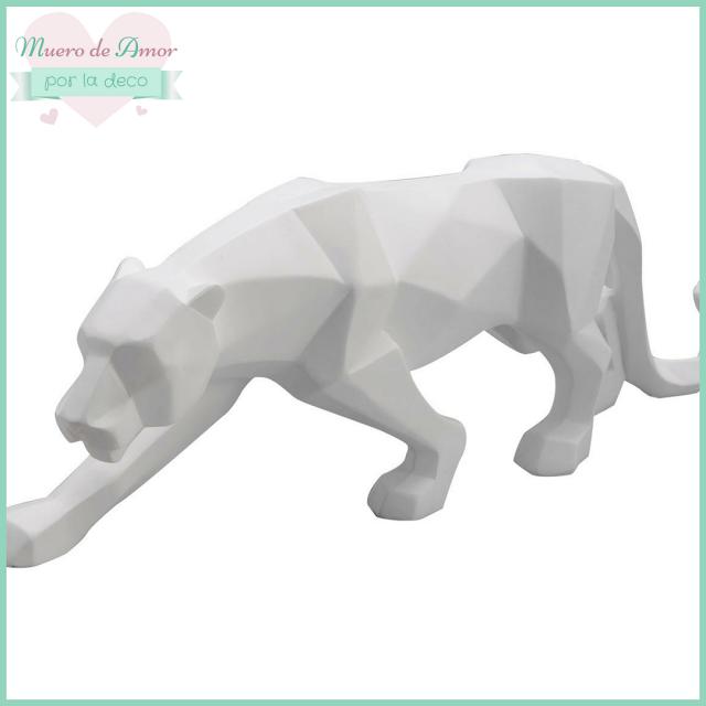 Decoración en blanco con figuras y animales-6