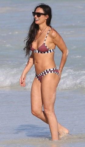 kutcher bikini Ashton wife
