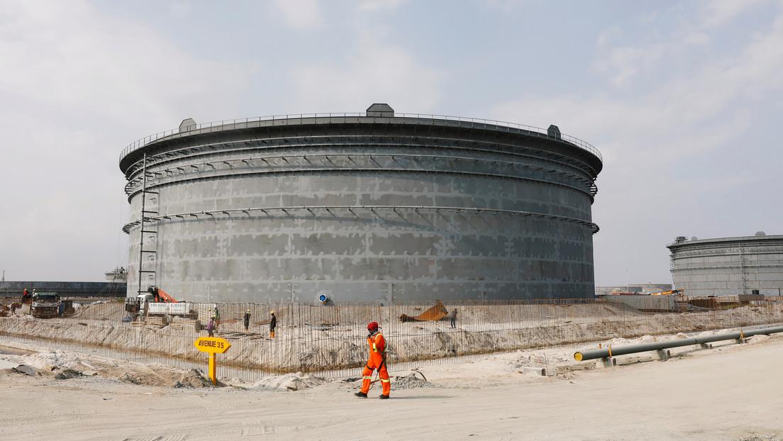 El más rico de África planea invertir 15.000 millones de dólares en refinería capaz de 'cambiar el juego' en mercado petrolero