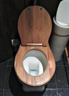 toilet-hobbiton