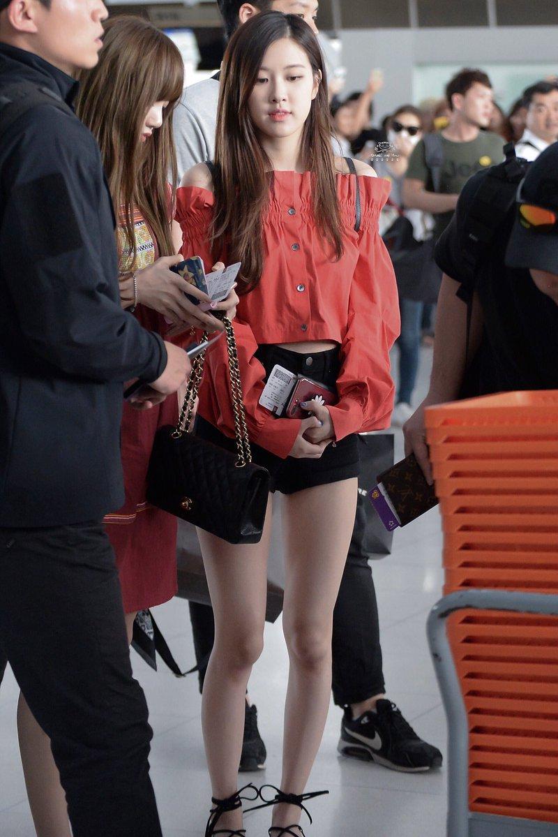 Blackpink Rose Amazes Fans With Her Chopstick Legs