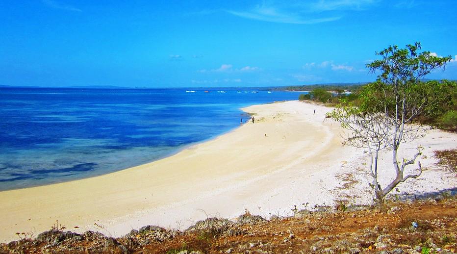 Pantai Tablolong pasir panjang hitam dan manis hitam indah sangat luar biasa