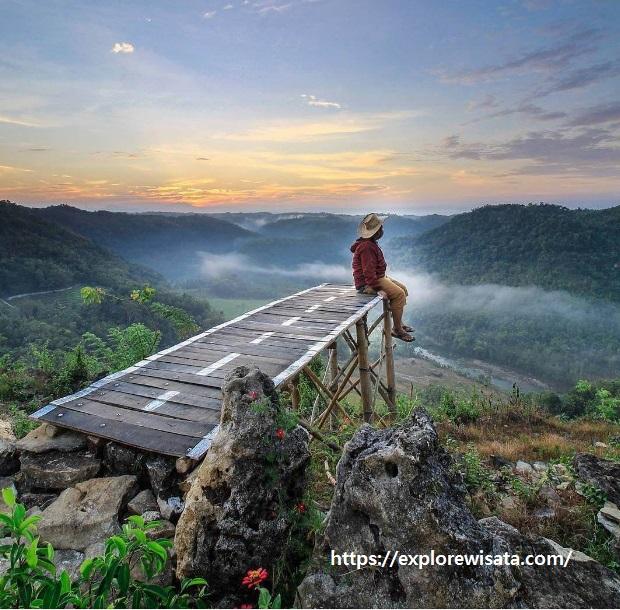 Wisata Alam Tebing Watu Mabur