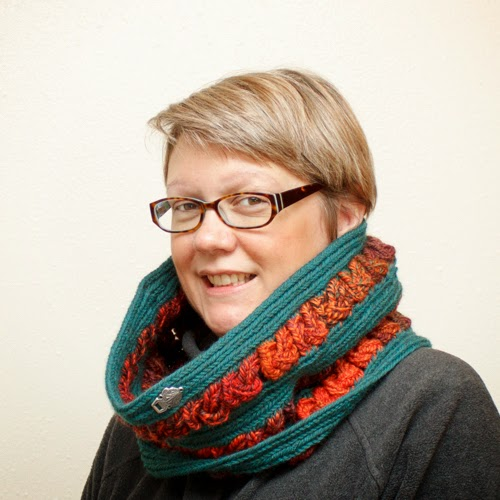 Nalbound Knotwork Cowl done in Finnish Stitch. Copyright Amy Vander Vorste
