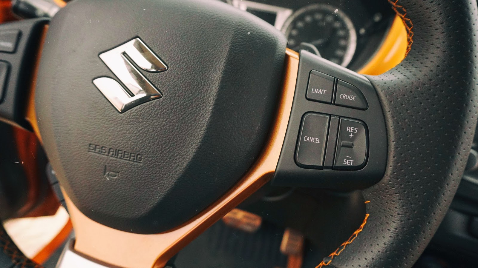 Xe được trang bị tính năng Cruise Control tự động, rất thông minh và tiện ích, đi đường trường sẽ rất thoải mái