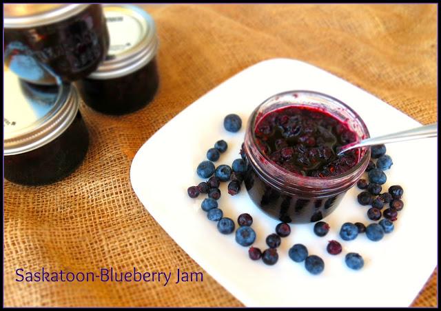 CoffeeBiscotti : Saskatoon-Blueberry Jam