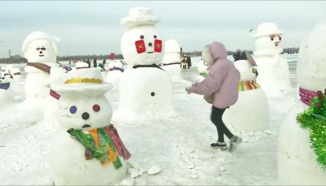 2019 χιονάνθρωποι στην «Ντίσνεϋλαντ του πάγου» (βίντεο)