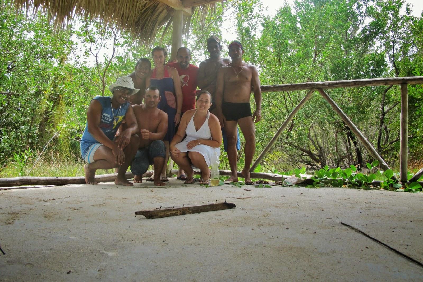 Nativos de Cuba, no Cayo de las Brujas, no Cayo Santa Maria, em Cuba.