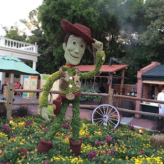 epcot woody topiary