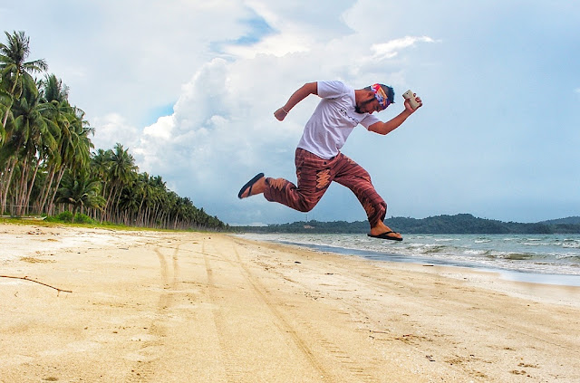 Marky Ramone Go and his signature jump