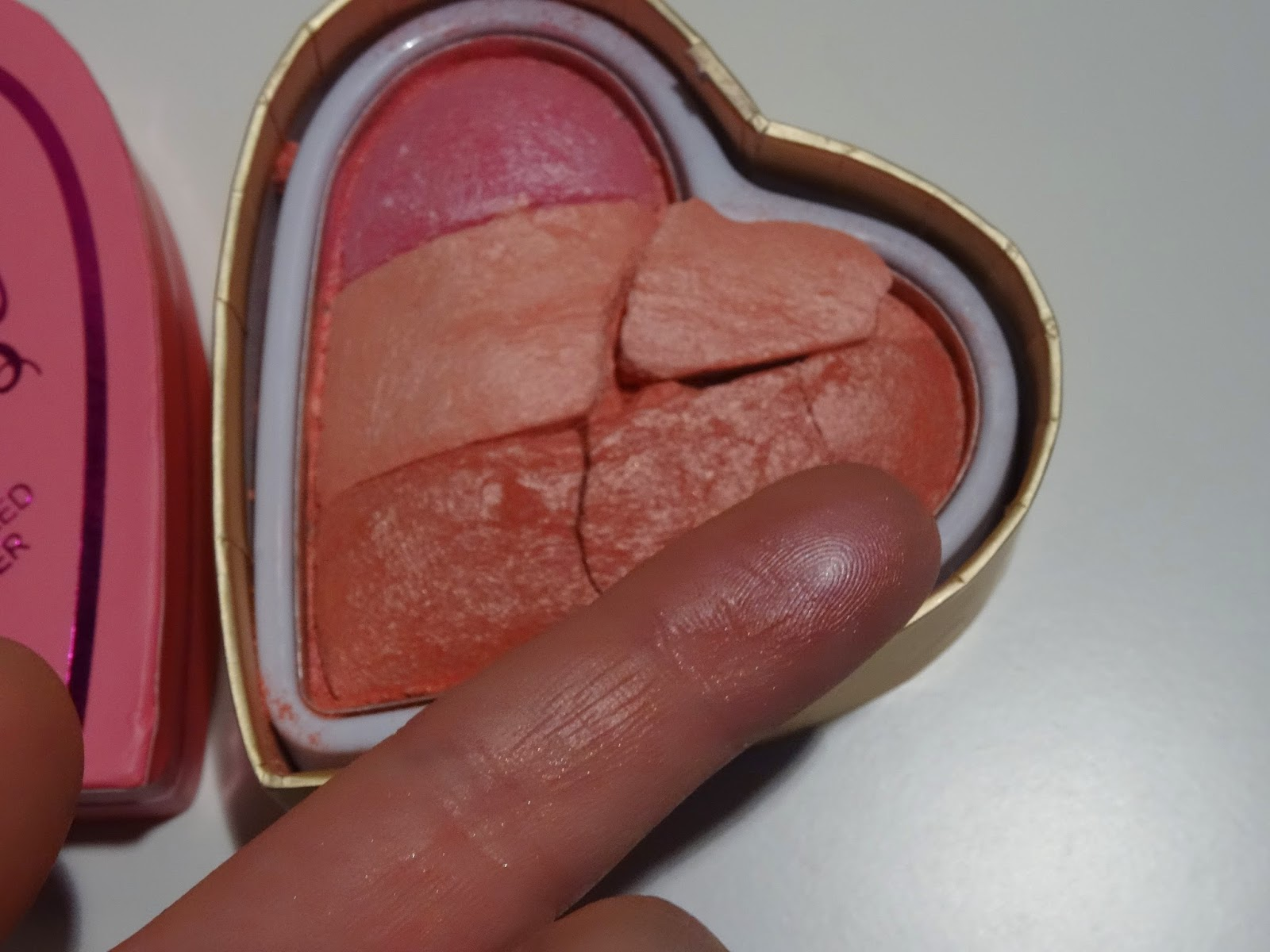 Makeup Revolution, Blushing Hearts Triple Baked Blusher - Potrójny róż do policzków
