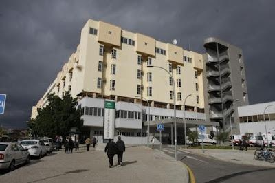 Una enfermera del Clínico renuncia tras quedarse sola a cargo de 36 pacientes
