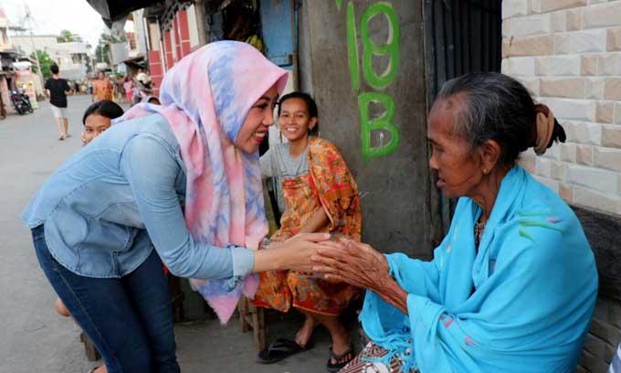 Jaga Silaturahmi Dengan Santun, Begini Cara Indira Temui Warganya