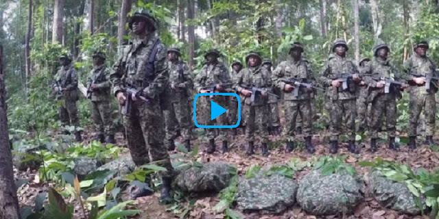 Video Tentara Sholat Dimedan Perang, Getarkan Netizen..!!. Kamu Harus Lihat Ini..!