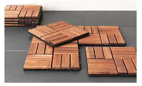 Marta decoycina como sacar partido a un mini patio o - Suelo madera ikea ...