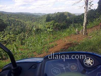 Miyoje Mbak Mila naik bukit