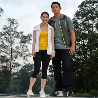 Extra Challenge hosts Marian Rivera and Richard Gutierrez