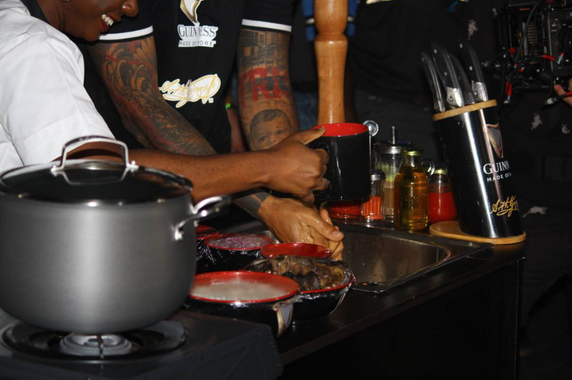 Thierry-Henry-in-Nigeria-learns-how-to-cook-Nigeria-Jollof-Rice-3