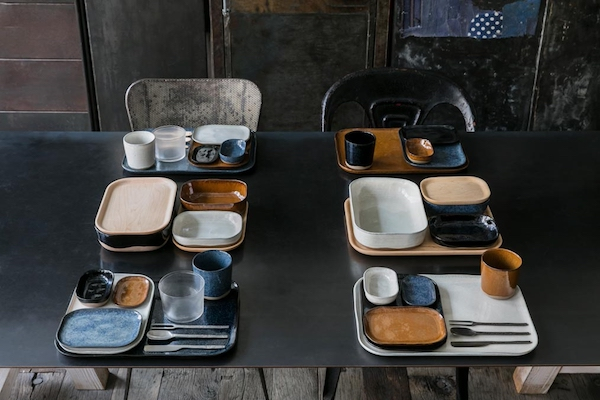 ... functional dishes and plates inspired by Russel Wrightu0027s famous American Modern Dinnerware and traditional Japanese u0027bentou0027 in collaboration with Serax. & vosgesparis: La Nouvelle table | New dinnerware by Merci for Serax