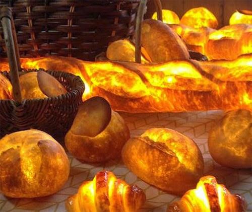 فنانة يابانية تصنع خبز طازج حقيقي مضيء