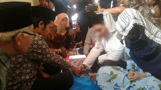 Dua sijoli yang diarak bugil warga Cikupa, akhirnya menikah